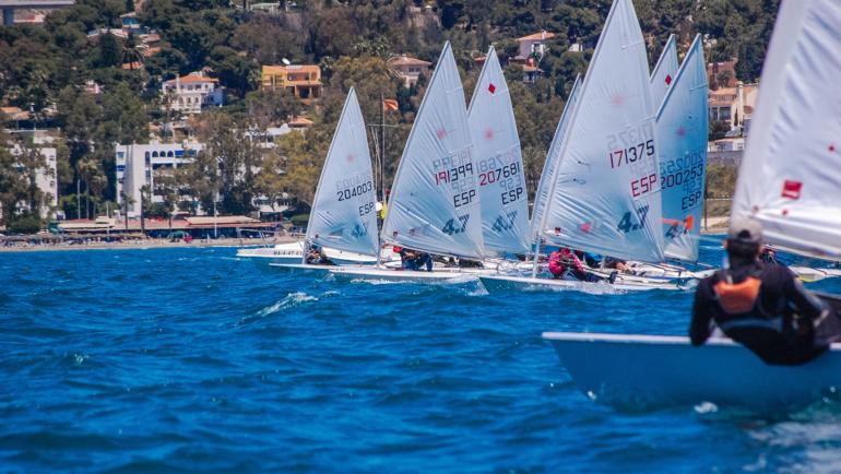 Más de 90 embarcaciones en la Copa de Andalucía Láser 4.7 y Radial